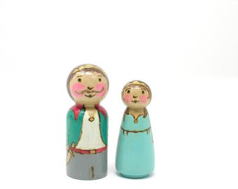 Choice of King or Queen, single figure, castle peg doll, king and queen peg doll, wooden kids toy, handmade toy, castle toys, kids toys,