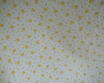 Vintage Floral Print Bed Sheet, Twin Bed Size, 1 Fitted Sheet, 1 fitted sheet and 2 Matching Pillowslips, Yellow Roses, Lace Edged