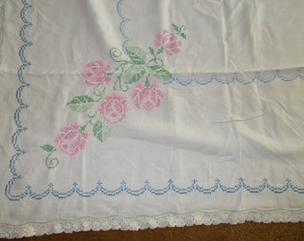 Vintage Embroidered Crochet Edged Tablecloth 57 x 75