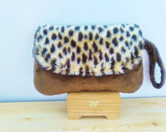 Leopard bag,plush clutch,leopard clutch,leopard handbag,leopard purse,leopard plush bag,leopard print,plush handbag,soft bag,fur bag