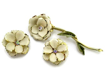 Vintage Coro jewelry set, Coro brooch and earrings set, Coro flower brooch and earrings set, cream enamel brooch and earrings set