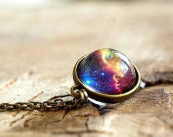 Nebel-Halskette, Nebel-Anhänger, Planet Schmuck, blau lila gelb rosa Galaxie Schmuck, Sonnensystem Halskette, Universum, Glaskuppel Halskette
