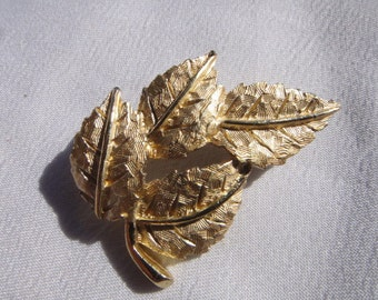vintage gold tone leaf brooch pin jewelry