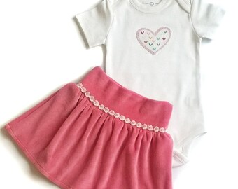Ruffle skirt/Baby Girl Snap shirt/Bodysuit/Onesie/Baby girl gift /Baby bike skirt/ Pink cotton velvet baby Girl set/Organic baby  gift/Heart