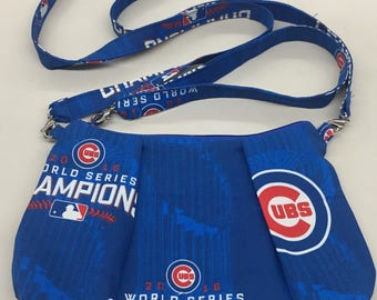Chicago Cubs Convertible Crossbody/Wristlet Purse_Championship Print