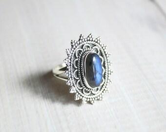 Boho Blue Labradorite & 925 Sterling Silver Ring US 7.75. / en 57