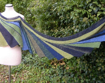 Shawl, wrap, hand knit, stole, scarf, Faecherschal, green Blue