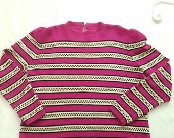 Pull des années 1980 Fuschia Black Sequin Retro Stripe femmes Vintage