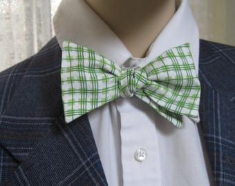 Green Wavy Plaid Men's Bow Tie
