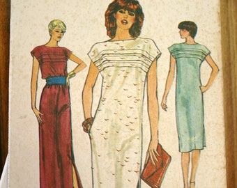 Very Easy Vogue Pattern 7577 Loose fitting pullover straight dress size 12