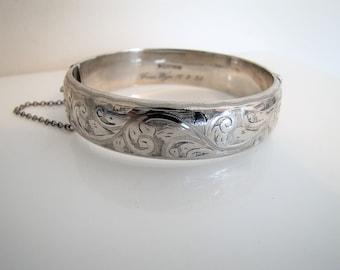 Bracelet Vintage bracelet en argent Sterling Renaissance victorienne, gravé de fougères. Anglais Sweetheart articulé argent Bracelet inscrit Dorothy 1959