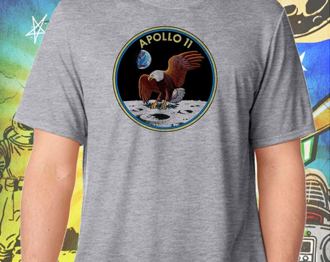 Space Exploration / Apollo 11 Moon Landing Logo / Men's Gray Performance T-Shirt