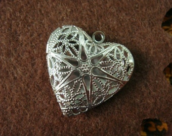 Silver Plated Heart-Shaped Filigree Locket Charms, 2 pcs, Nickel Free