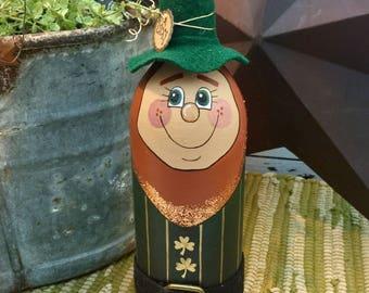 St. Patricks Day Decor, Holiday Decor, Leprechaun Decor, Shelf sitter, shelf decor, leprechaun, St. Patty's, hand painted decor, Irish Decor