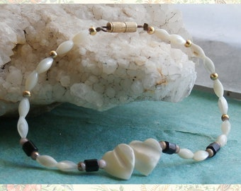 Vintage Mother of Pearl Anklet with Hearts Pendant Summer Beach Wear