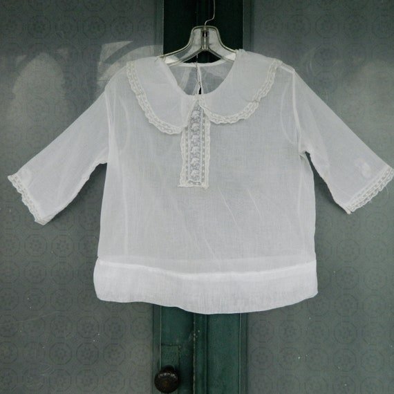 Edwardian White Cotton Lawn Pullover Blouse with Sweet Collar Trimmed with Lace