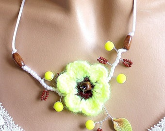 Neon Flower necklace yellow