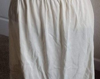 SALE Womens Vintage Off White Half Slip Average Large