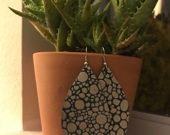Leather earrings pebbled brook