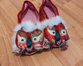 Children's embroidered red dragon shoes