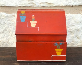 Very Vintage Recipe Box chalk full if old recipes