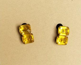 Earrings-glass 1940's screw backs