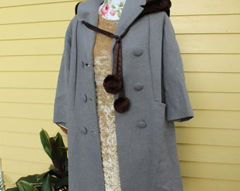 Gray Wool Pea Coat - 1960's Union-made - Women's crop-sleeve coat - Double Breasted Coat - Large Buttons - Large Pockets - Grey Long Trench