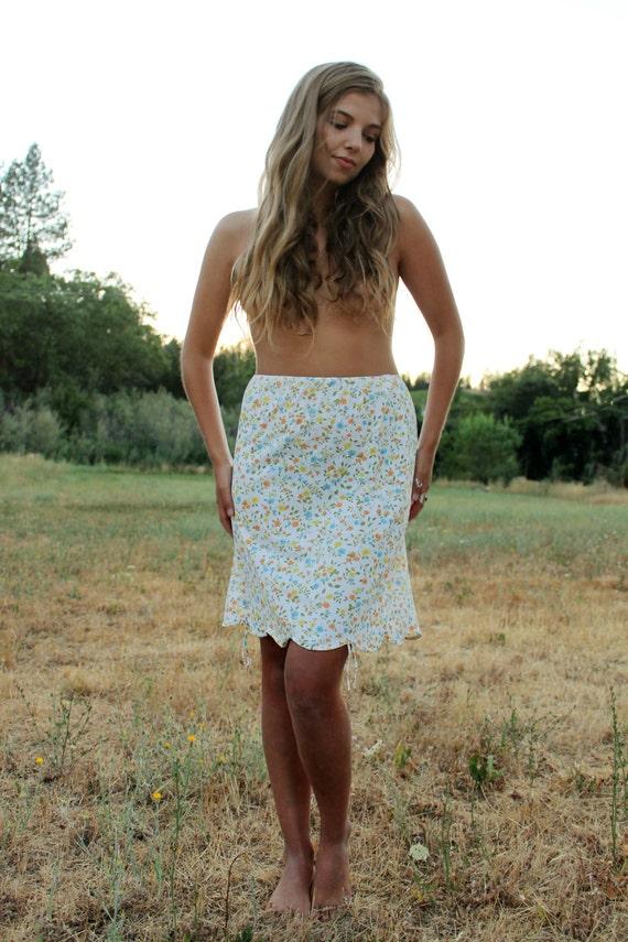 THYME 1950's Half Slip Nylon Ultra Feminine Vibrant Floral Lingerie Undergarment Gaymode Scalloped Hemline