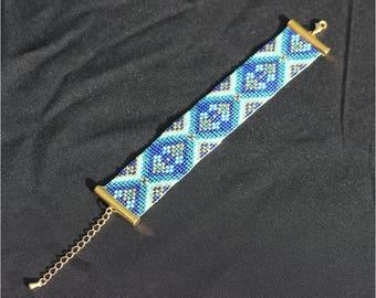 Bracelet loom (weaving loom) Blue beads miyuki