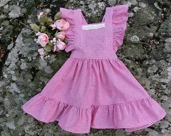 Girls apron. Girls apron dress. Kids apron. Country style apron. Toddler girls apron dress. Girls vintage inspired apron. Gingham apron.