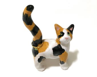 Cat Ring Holder, Calico Cat Ring Holder, Engagement Ring Holder, Hand-Sculpted Calico Cat Art