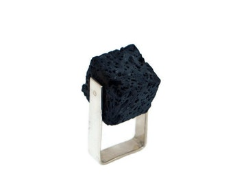 Square-Black Lava stone Ring-Black Lava rock Ring-Lava stone Ring-kinetic ring-Volcanic ring-Volcanic lava ring-Architectural Ring-Grange-gb