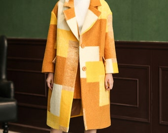 La chic Parisienne green yellow designed woolen coat