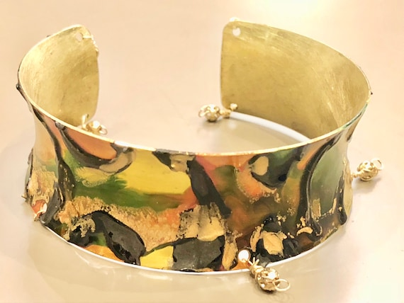 SJC10060 - Enamel painted brass cuff open curved bracelet with abstract design (orange, green, yellow, gold, black) with brass seed beads