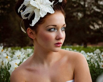 Ivory Flower Comb, Flower Fascinator, Wedding headdress, Wedding vine