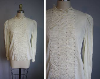 1940's Cotton Blouse // Floral and Smocked Bodice // Medium