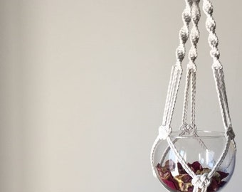 White vase/fuchsia with cotton suspension, working in macramé ' JOSEPHINE '. Wedding Day Collection.