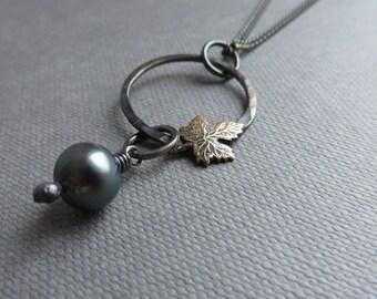 Black Pearl Leaf Pendant Necklace