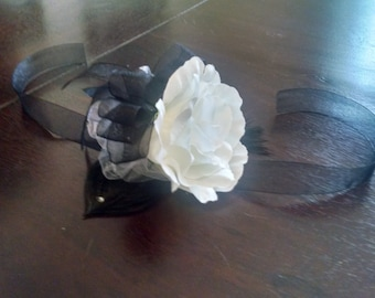Black and White Feather Wrist Corsage for Prom, Silk Flowers for Homecoming, Unique Accessory