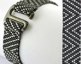 Zig Zag Beaded Bracelet - beadweaving