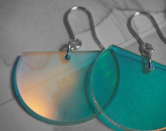 Round iridescent pierced earrings