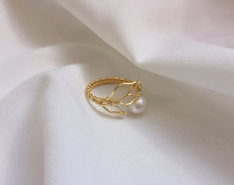 Gold Leaf Ring, Freshwater Pearl Ring, Gold ring, Layering Ring, Wire wrapped Ring, Nature Jewelry, birthday gift, Statement Ring,Peace Ring