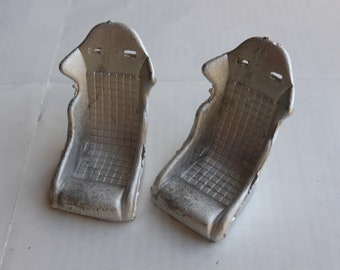 Pack of 2 white metal racing / sports seats for cars of the 90s Racing43 GMW08 1:24