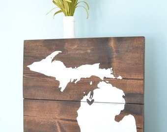 Traverse City Sign // Rustic Michigan Sign // Wooden Mitten Pallet-Style Sign // TC Michigan Decor