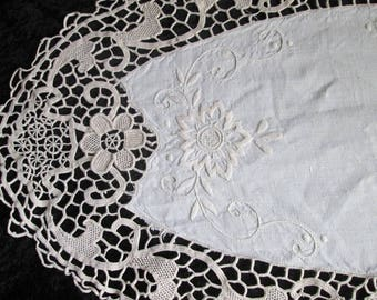 Vintage Cream Table Runner Handcrochet Lace Table Runner Oval Table Runner Elegant Table Decor Centerpiece Decoration Embroidered Runner