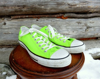 Neon Green Classic Converse All Star Low top Sneakers. Men's US 10 or Women's US 12 Used Vintage.
