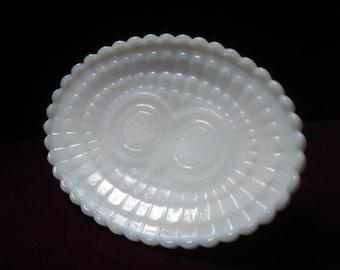 Avon PEDESTAL SOAP DISH, Milk Glass, Vintage