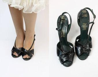 1950s Strappy Shoes Size 7 / 50s Vintage Peep Toe Sandals / Scarlet Lady Slingbacks