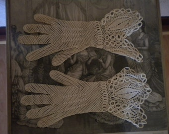 Late 19th century Lace Gloves
