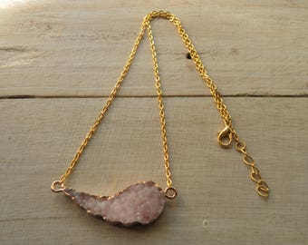 Necklace cabochon pink granite and gold metal